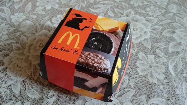 マクドナルドのイカスミバーガー包み