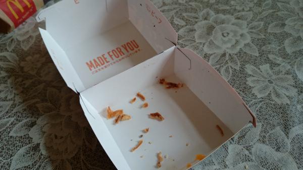 マクドナルドのイカスミバーガー箱