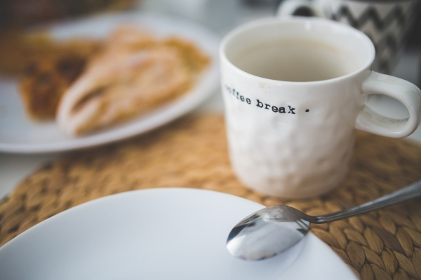 kaboompics.com_White mug with Break word