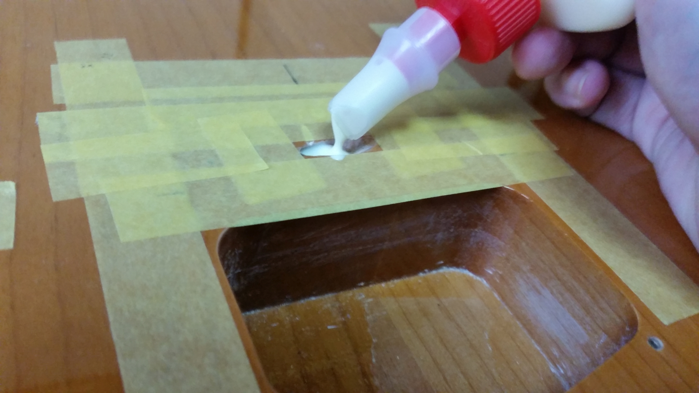 テレキャスター 裏通し弦穴加工 ブリッジ交換 弦アース線穴にタイトボンドを流し込む