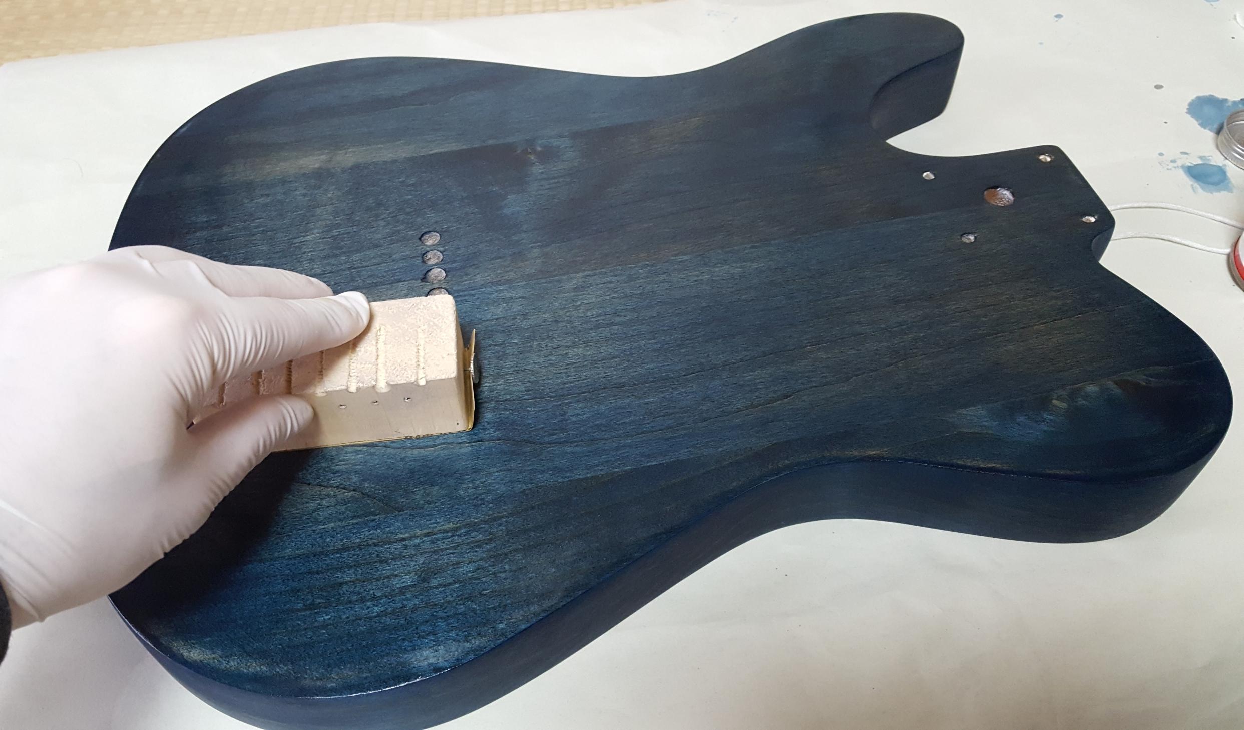 ギターオイルフィニッシュ  オイルサンディング