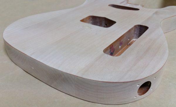 ギターの塗装剥がし 8割終了