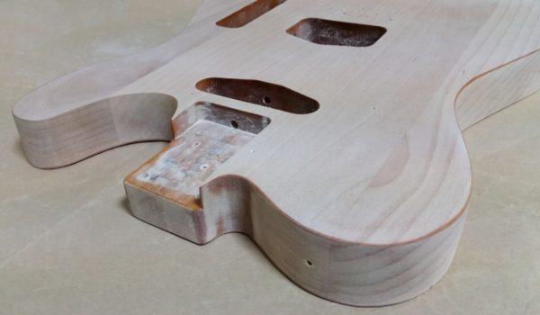 ギターの塗装剥がし ボディエッジ部分