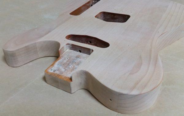 ギターの塗装剥がし ほぼ完了