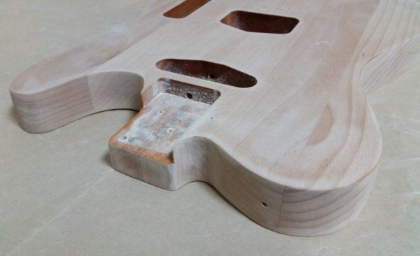 ギターの塗装剥がし サンディング完了