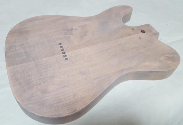 ギターの塗装 ステイン着色  ダブルステインでやすりがけ