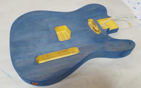 ギターの塗装 ステイン着色  乾燥後に色が変わる