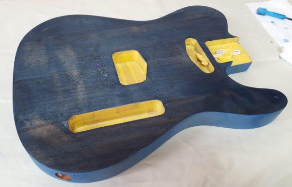 ギターの塗装 ステイン着色  色ムラ