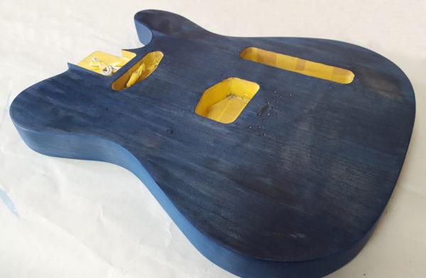 ギターの塗装 ステイン着色  完了